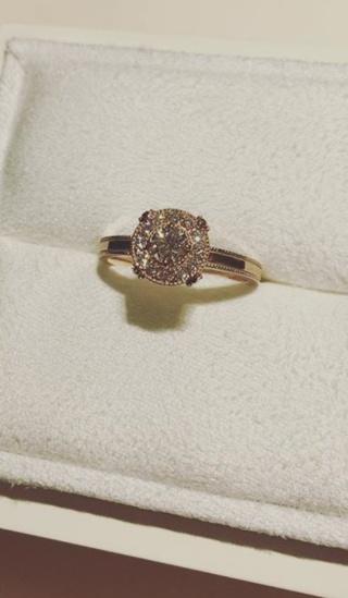 【LUCIE(ルシエ)の口コミ】 ピンクゴールドの、アンティークチックなデザインがとても印象的でした。 …