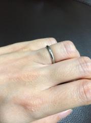 【カルティエ(Cartier)の口コミ】 夫がシンプルな指輪が良いと言っていたため、飾り気のないもので探してい…