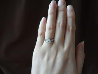 【ハリー・ウィンストン(Harry Winston)の口コミ】 この指輪の購入の決め手は、まずデザインがとても気に入ったということと…