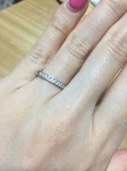 【銀座ダイヤモンドシライシの口コミ】 ・もともとハーフエタニティ リングを希望していた事 ・私の指が3号なの…
