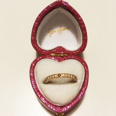 【Sirena Azzurro(セイレーン アズーロ)の口コミ】 婚約指輪をセイレーンアズーロのチェルキオを購入したので 結婚指輪もおそ…
