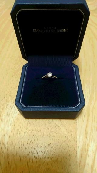 【銀座ダイヤモンドシライシの口コミ】 指輪を嵌めた時、一番しっくりと指に馴染んだリングを選びました。 また、…