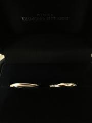 【銀座ダイヤモンドシライシの口コミ】 付け心地とデザインの良さ 自分たちの指にしっくりくるかどうかとペアで買…