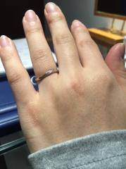 【銀座ダイヤモンドシライシの口コミ】 結婚指輪はどこのブランドもデザインが似ている気がするので、つけ心地とア…