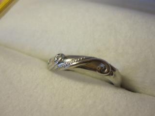 【ケイウノ ブライダル(K.UNO BRIDAL)の口コミ】 この写真ではわかりませんが、実は主人と私の指輪を重ねると一つのモチーフ…