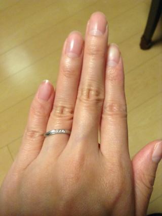 【ICHAROI(イサロイ)の口コミ】 婚約指輪をここで購入していて、それにあう結婚指輪を探していました。ブラ…