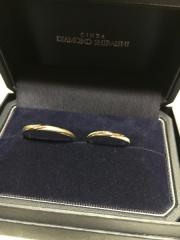 【銀座ダイヤモンドシライシの口コミ】 ウェディングフェアで100本以上のリングを試着させてもらい、その中でも一…