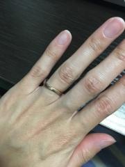 【銀座ダイヤモンドシライシの口コミ】 波型のシルエットが指を細く綺麗に見せてくれると聞いていたので、それを探…