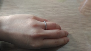 【ティファニー(Tiffany & Co.)の口コミ】 私も夫も指が細いので、あまりゴツゴツしたものにしない方が良いねという…