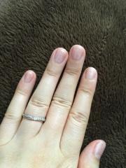 【COLANY(コラニー)の口コミ】 短めの私の指にも美しくフィットする指輪です。ねじれや大きさの違うダイ…