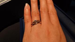 【銀座ダイヤモンドシライシの口コミ】 婚約指輪は私の気に入ったデザインを選ばせてもらったので、普段アクセサリ…