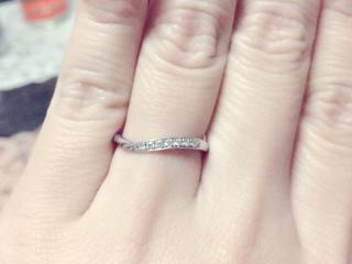 【HOSHI no SUNA 星の砂(ほしのすな)の口コミ】 初めはダイヤも付いてないシンプルな結婚指輪を買う予定でしたが、店頭で…