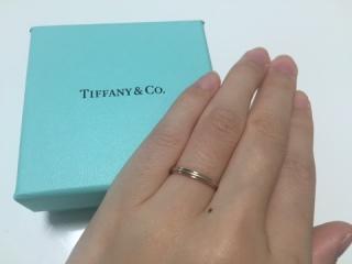 【ティファニー(Tiffany & Co.)の口コミ】 シンプルな中でもデザイン性があるものを捜していました。  プラチナとロ…