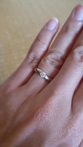【俄(にわか)の口コミ】 婚約指輪と一緒の結婚指輪だったので、ダイヤが付いたものを希望していま…