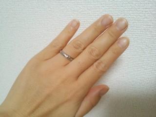 【ケイウノ ブライダル(K.UNO BRIDAL)の口コミ】 ペアリングなので、主人の結婚指輪と合わせるとミッキーの手の部分が重なり…
