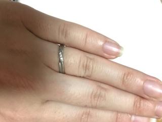 【SONARE(ソナーレ)の口コミ】 シンプルかつ上品で飽きない結婚指輪を探していました。結婚式場でジュエリ…