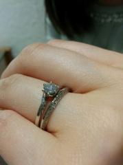 【銀座ダイヤモンドシライシの口コミ】 店員さんの対応も良く、他に色々なお店を見て試着をしてきたが、2人の指に…