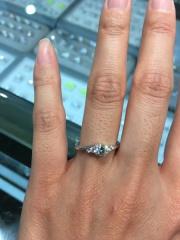 【宝寿堂(ほうじゅどう)の口コミ】 ボリュームのあるメレダイヤが左右3石づつ入っているため、上品なのに豪華…