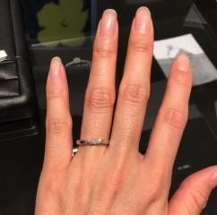 【エクセルコダイヤモンド(EXELCO DIAMOND)の口コミ】 毎日つける結婚指輪にこそ、 キラキラしたダイヤモンドをつけたかったので…