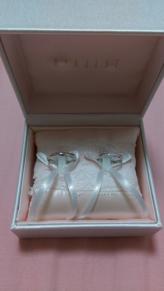 【DEAREST(ディアレスト)の口コミ】 マリッジリングは、どちらも細身で綺麗目なデザインで、女性用はダイヤもつ…