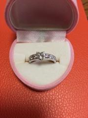【ラフィオリジナルの口コミ】 色々なところで婚約指輪を探し、海外ブランドのものもつけてみましたが雑誌…