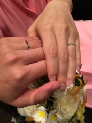 【4℃(ヨンドシー)の口コミ】 着けた時に圧迫感がないか、指が細く見えるかがポイントでした。 婚約指輪…