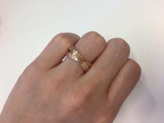 【カルティエ(Cartier)の口コミ】 憧れだったラブリング。婚約指輪は毎日でもつけられるようにある程度カジュ…