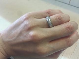 【LOVERS SCENEの口コミ】 結婚する前から旦那が結婚指輪は幅の広いリングを希望していたのですがな…