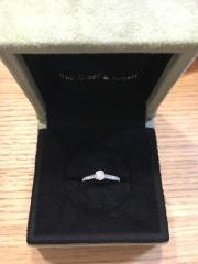 【ヴァン クリーフ&アーペル(Van Cleef & Arpels)の口コミ】 ダイヤが一つだけのデザインの指輪は、婚約指輪感がとても出てしまって、い…