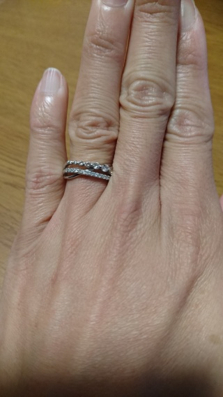 【ジュエリーツツミ(JEWELRY TSUTSUMI)の口コミ】 一目惚れでした。 細い線のような華奢なイメージの指環が欲しかったので見…