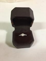 【アイプリモ(I-PRIMO)の口コミ】 サプライズでプロポーズされた時に婚約指輪をもらいました。 指輪を選んで…