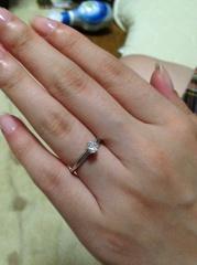 【ティファニー(Tiffany & Co.)の口コミ】 シンプルなデザインでダイヤモンドがとても綺麗に見えるところが気に入り…