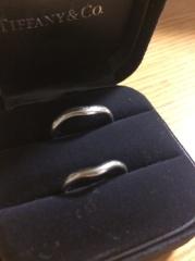 【ティファニー(Tiffany & Co.)の口コミ】 婚約指輪が派手なぶん、結婚指輪はシンプルなデザインで毎日つけていても飽…