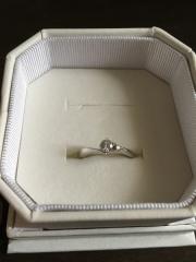 【4℃(ヨンドシー)の口コミ】 プレゼントでもらうアクセサリーは全て4℃だったので、婚約指輪も4℃にす…