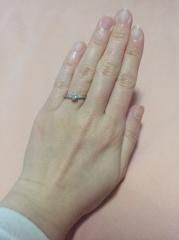 【エクセルコダイヤモンド(EXELCO DIAMOND)の口コミ】 何よりも、最大の特徴であるミル打ちを含むデザイン性と指にはめた瞬間に一…