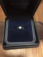 【銀座ダイヤモンドシライシの口コミ】 一粒ダイヤでシンプルなもの、結婚指輪と重ねづけできるものを探していま…