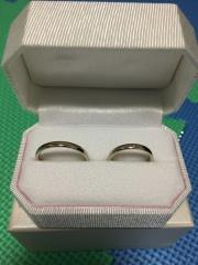 【Honey Bride(ハニーブライド)の口コミ】 指に嵌めた感じとデザインがしっくりきました。 シンプルでとても可愛いで…