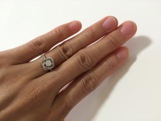 【ROCCA(ロッカ)の口コミ】 私自身がお花の教室をやっており、教室のロゴと指輪のデザインが似ていた…