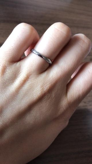 【4℃(ヨンドシー)の口コミ】 最終的に購入した指輪を試着する前に、指輪の中央部にもダイヤモンドが埋…