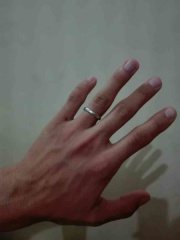 【俄(にわか)の口コミ】 結婚指輪として常に付けるものなので、目立ちすぎないけどシンプルで気品が…