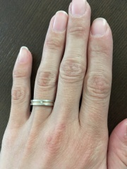 【NINA RICCI(ニナリッチ)の口コミ】 長年使うものなので、プラチナよりも強度の強いピンクゴールドが入った指輪…