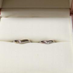 【ケイウノ ブライダル(K.UNO BRIDAL)の口コミ】 普段からあまり指輪などをつけないのでできるだけシンプルなものを探して…