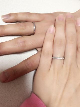 【アイプリモ(I-PRIMO)の口コミ】 婚約指輪と重ねてつけても合うことと、ミル打ち加工が気にいりました。 私…