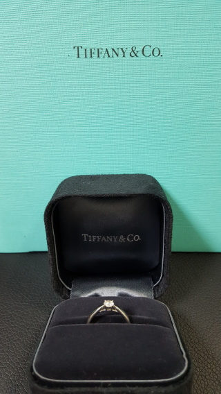 【ティファニー(Tiffany & Co.)の口コミ】 ティファニーの指輪に昔からあこがれていたので、婚約指輪は、ティファニ…