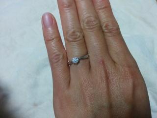 【ラザール ダイヤモンド(LAZARE DIAMOND)の口コミ】 王道なエンゲージリングが欲しくて様々なブランドで探していました。カラッ…