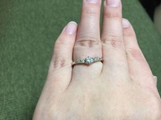 【アイプリモ(I-PRIMO)の口コミ】 指の短さや太さがコンプレックスだったので、そこをカバーできる指輪を探し…