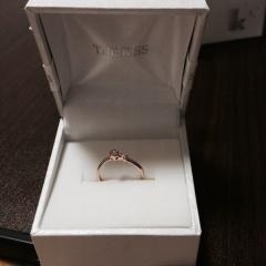 【THE KISS(ザ・キッス)の口コミ】 予算的に結婚指輪だけを買う予定だったのですが、 記念にということで買う…