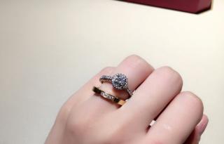 【カルティエ(Cartier)の口コミ】 サイズがあっていないため不格好ですが、ダイヤはとても大きくて素敵でした…