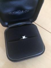 【ティファニー(Tiffany & Co.)の口コミ】 婚約指輪はティファニーが欲しいと思っていたので、他のお店を見ながらもや…