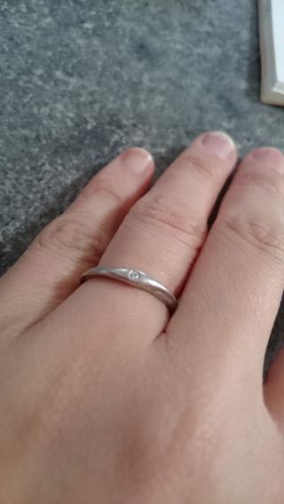 【4℃(ヨンドシー)の口コミ】 指が太いので、昔から指輪が似合わずはめていませんでした。結婚指輪は目…